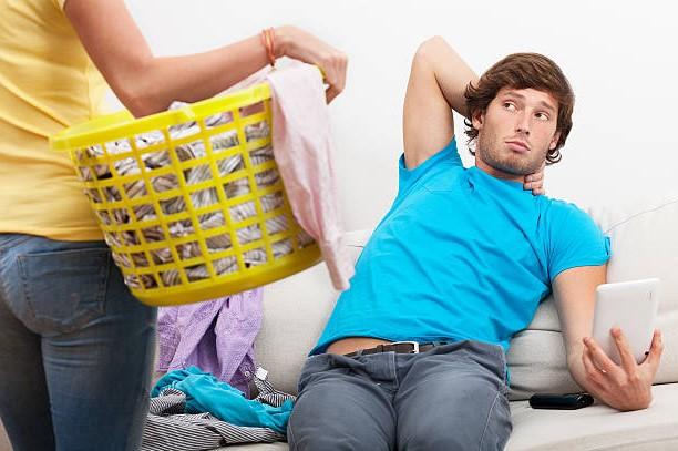 Наказание мужа приготовлением еды из за отсутствия секса