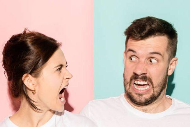 Как женщине вести себя при скандалах и ссорах в семье?