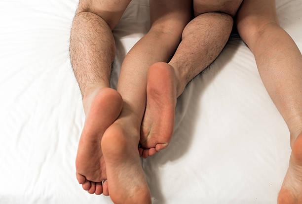 Женщинскую попу и ляшки я смазал во время секса слюной