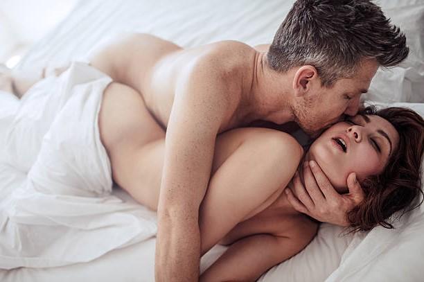 film-luchshie-foto-pro-analniy-seks-priglasil-druga